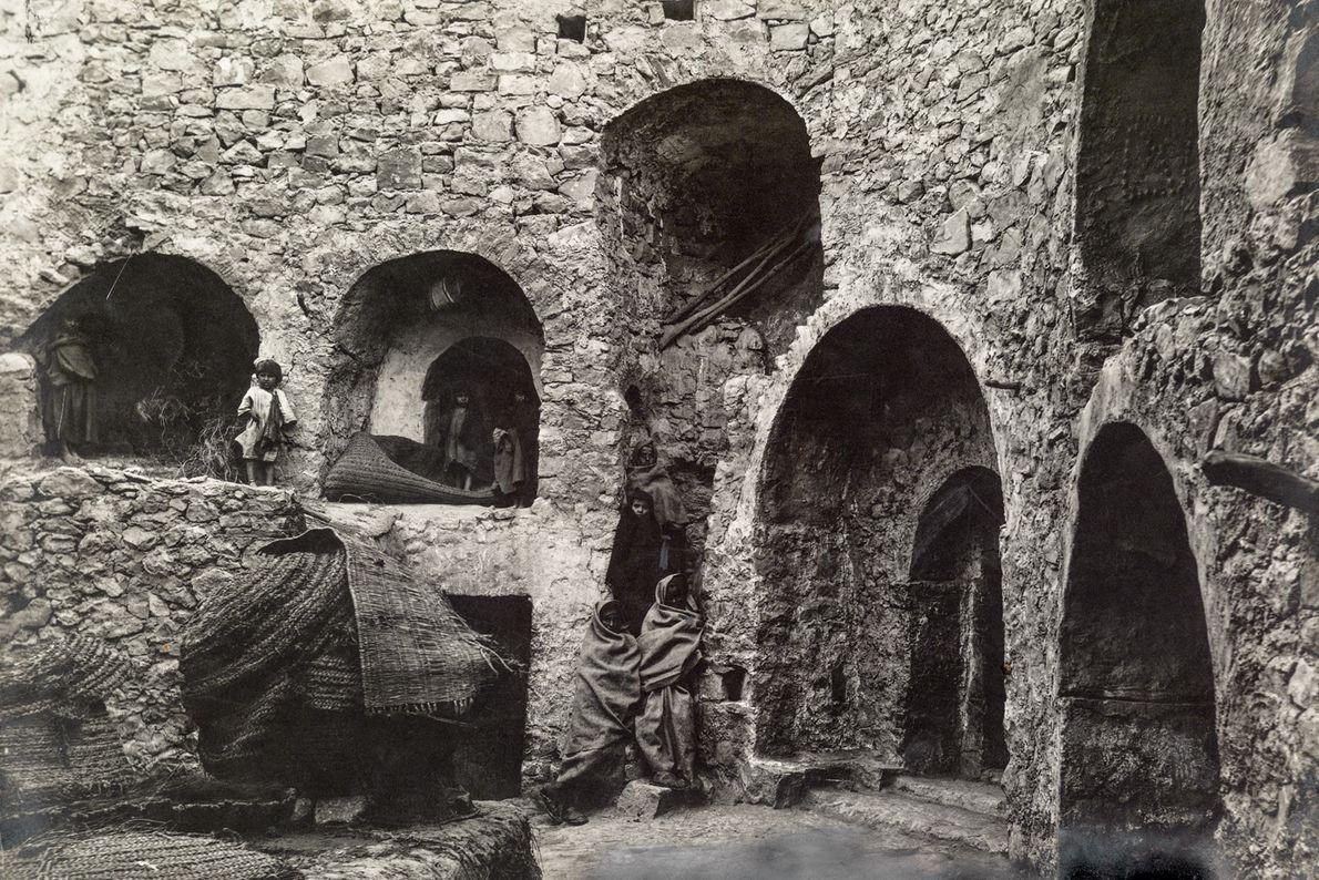 As entradas dessas casas subterrâneas em Matmata foram esculpidas à mão.