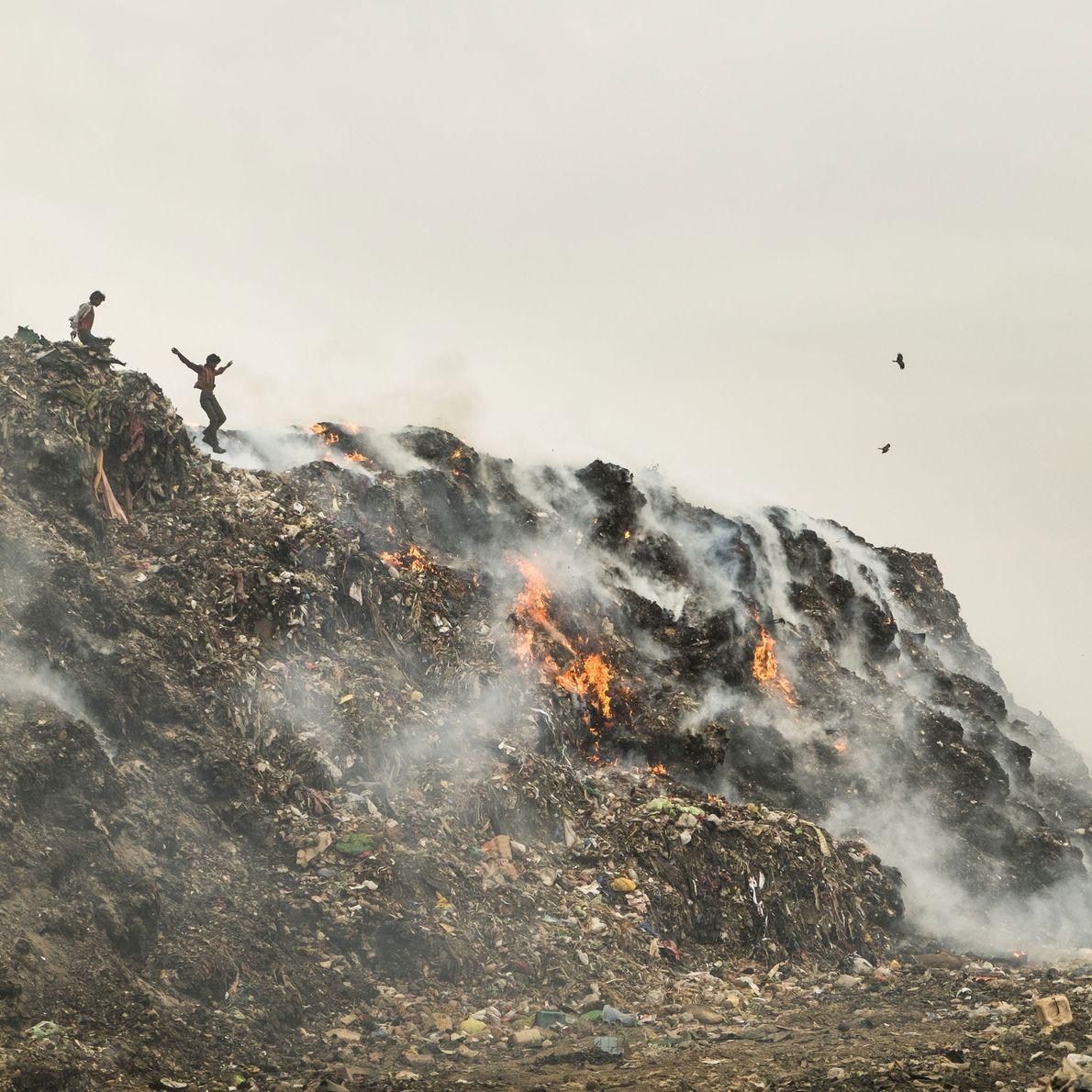 poluição gerada pela queima do lixo em Deli