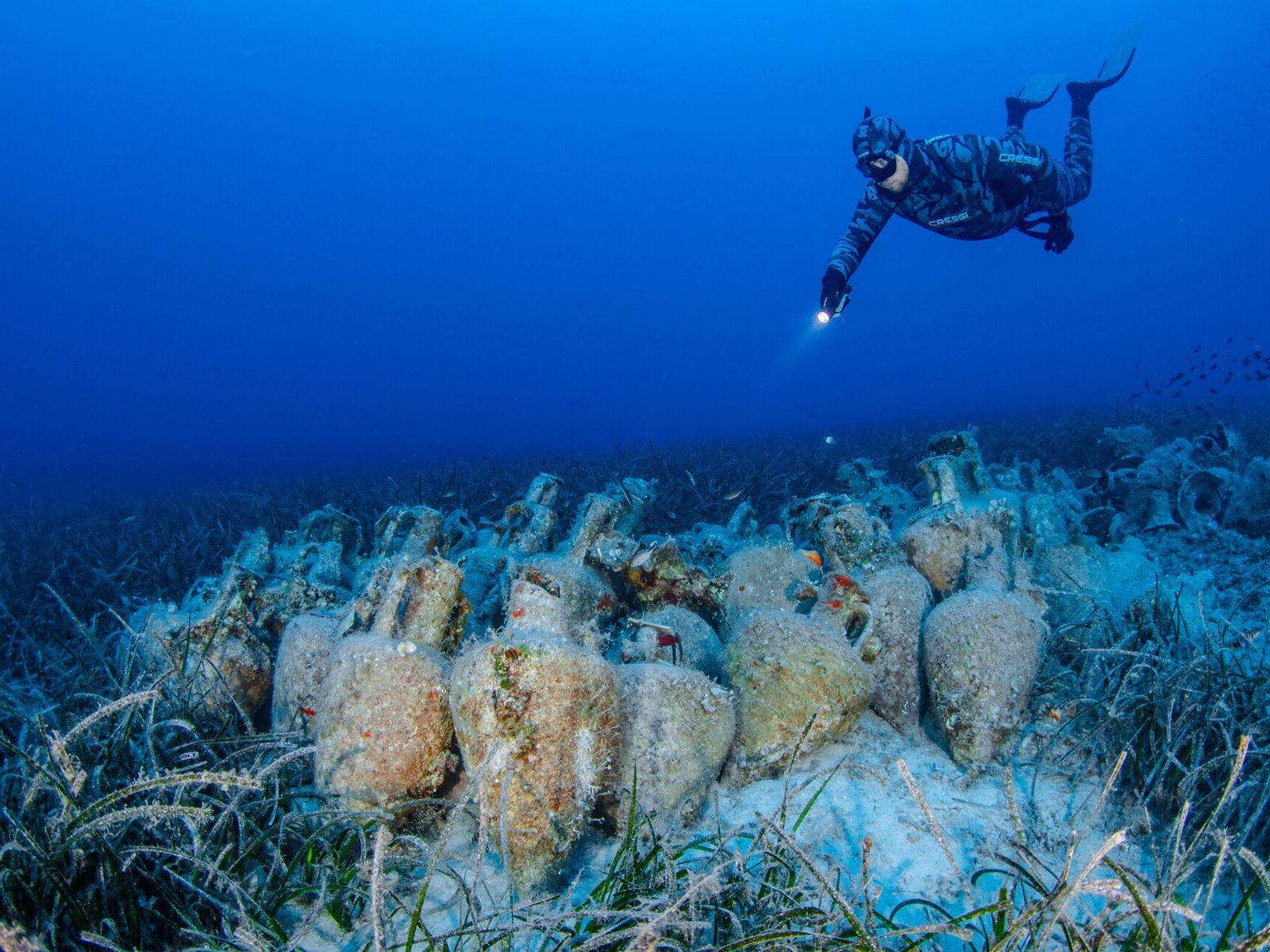 No novo museu subaquático da Grécia, com inauguração oficial prevista para junho de 2021, os mergulhadores ...