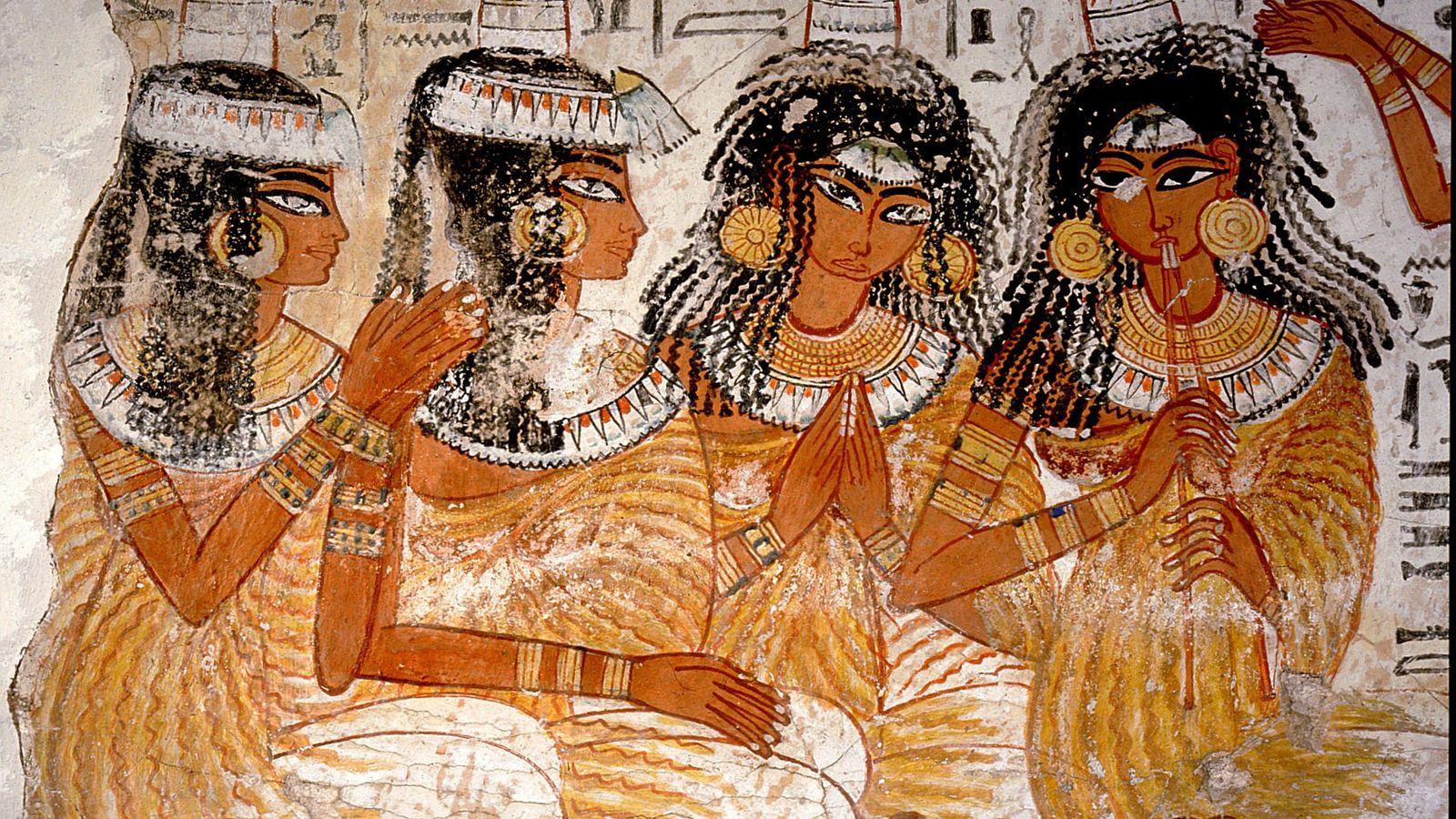 Mulheres em uma cena de banquete de 3,3 mil anos atrás são retratadas usando objetos de ...