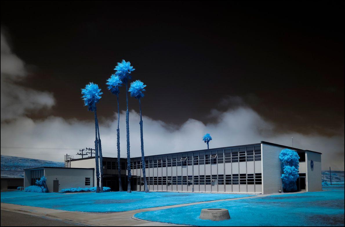A paisagem em volta de um prédio comercial da NASA, da Base da Força Aérea de ...