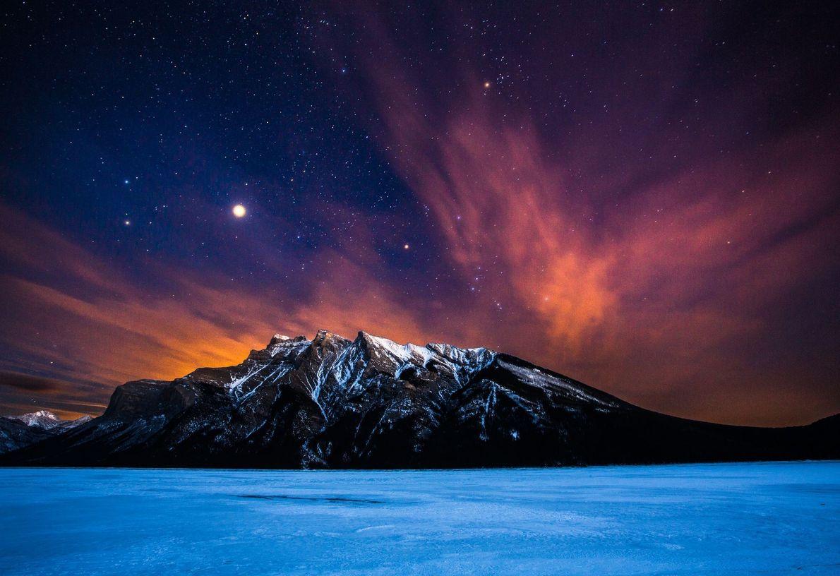 Céu estrelado sobre a serra Fairholme.