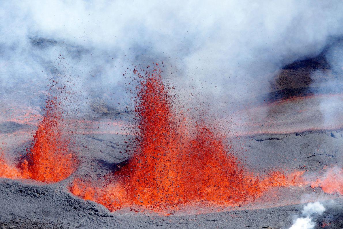 """Um dos vulcões mais ativos do mundo é o Piton de la Fournaise - ou """"pico ..."""