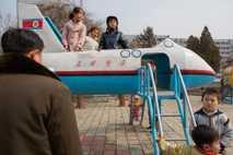AVIÃO DE BRINQUEDO coreia do norte