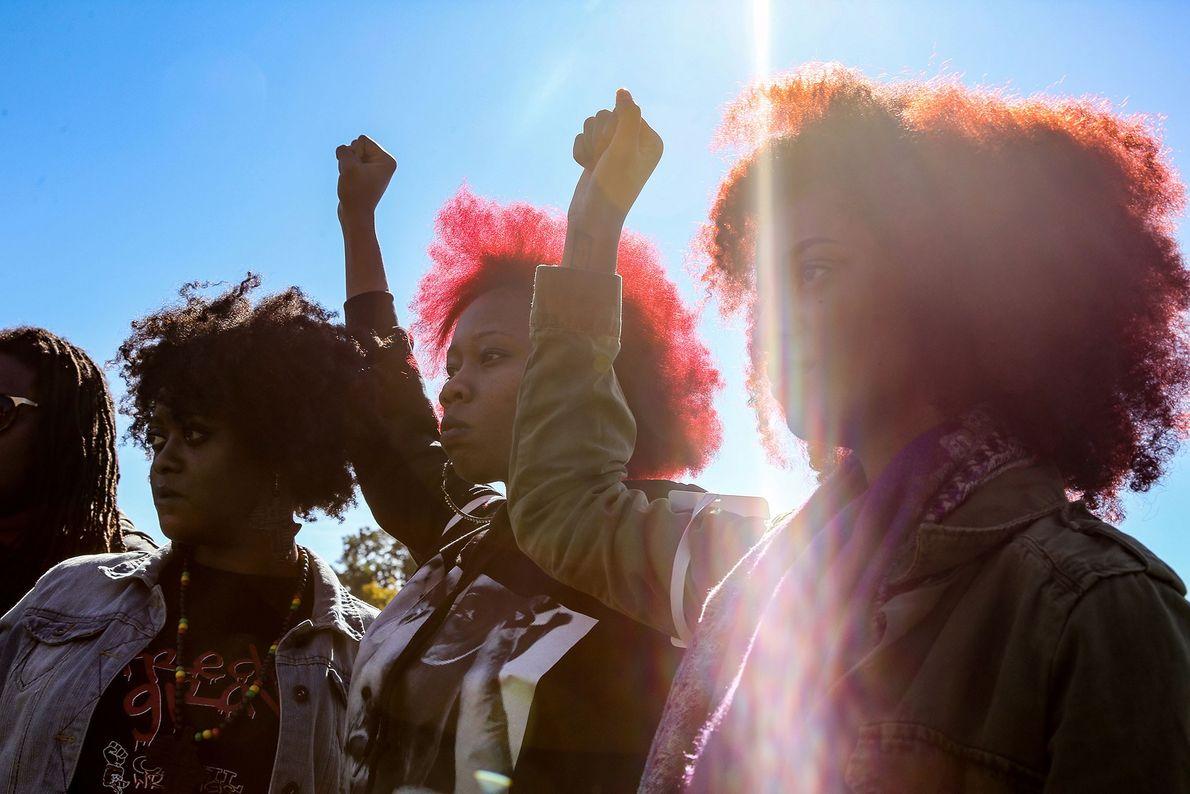 Mães e mulheres no 20º Aniversário do Million Man March, em Washington, DC, em 2015, pedem ...
