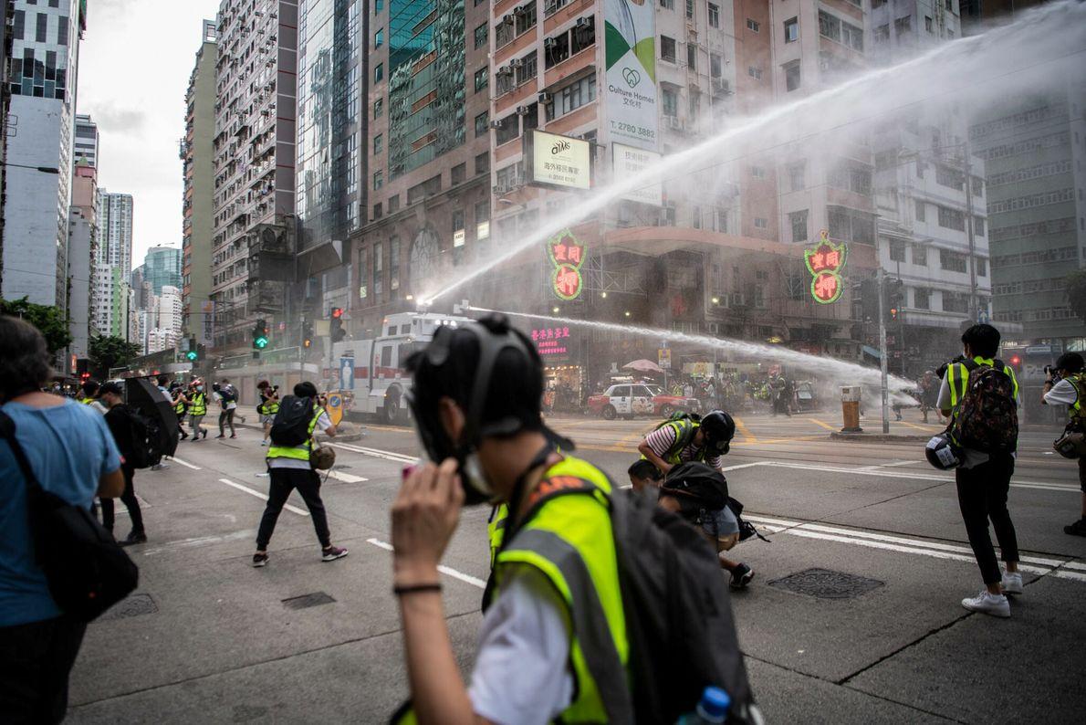 Um dia depois que a China promulgou uma lei de segurança nacional criminalizando os dissidentes em ...