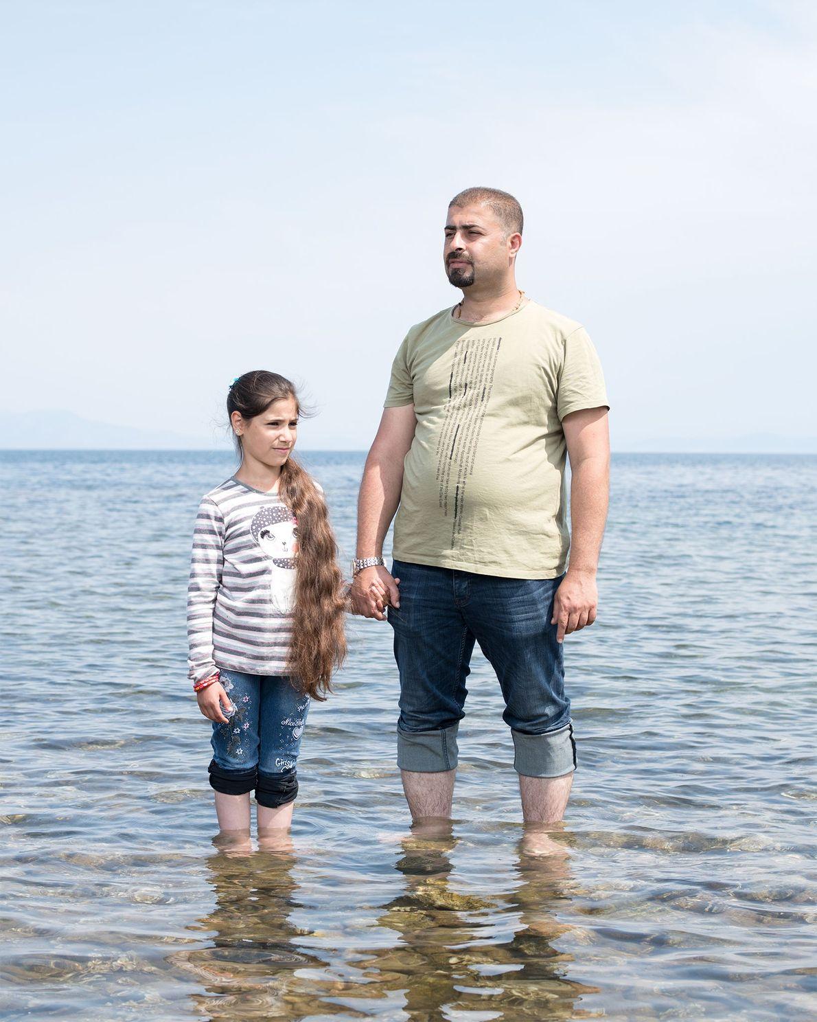 Marwan Jihad e sua família, inclusive a filha de 11 anos, Sama, fugiram do Iraque depois ...