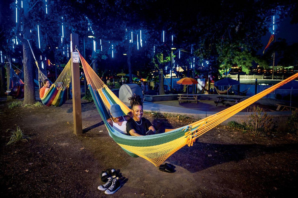 Filadélfia, Estados Unidos Inaugurado em 2014, o Spruce Street Harbor Park é um símbolo de sucesso da ...