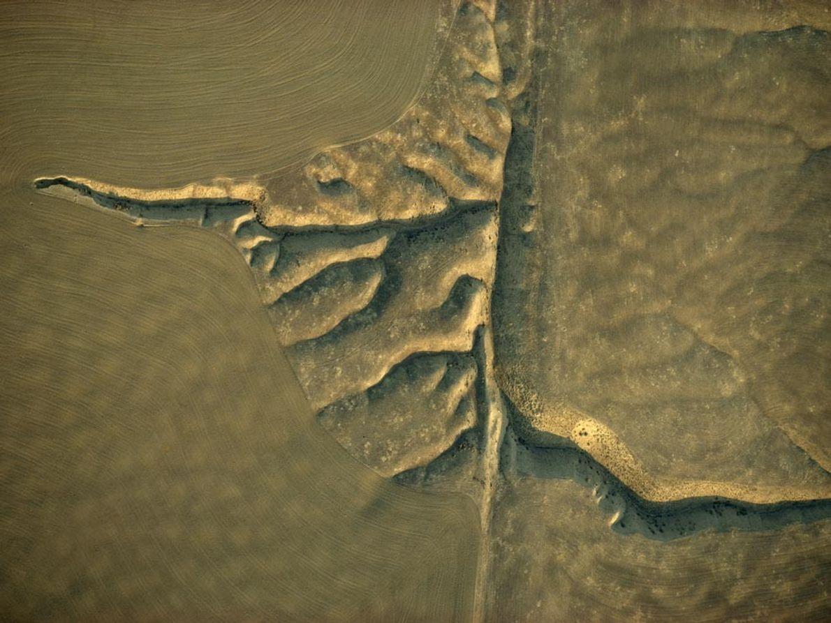 SAN ANDREAS -  Correntes de compensação são cortadas na planície de Carrizo ao longo da …