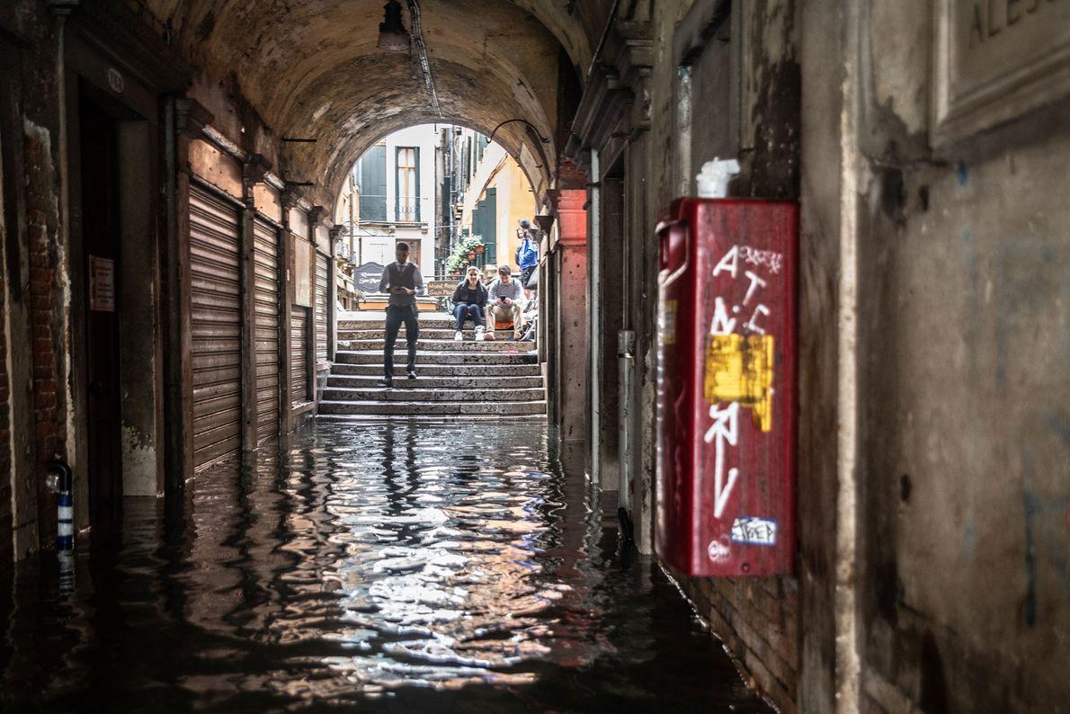O futuro da cidade continua incerto com o nível do mar subindo cada vez mais.
