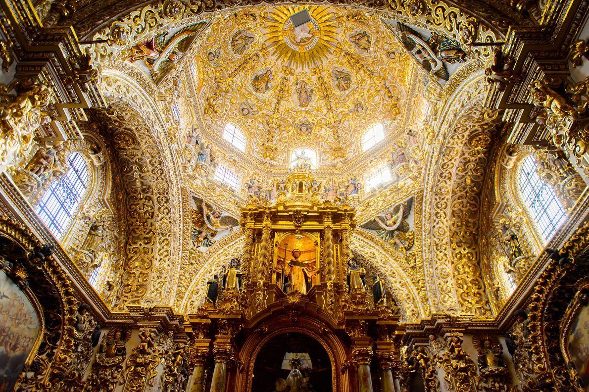 Puebla, México No México, a Capela do Rosário datada do século 17 em Puebla é coberta por ...