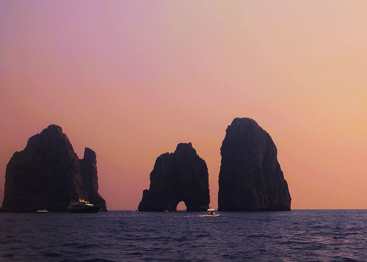 ilha-de-capri-anacapri-por-do-sol-sua-foto