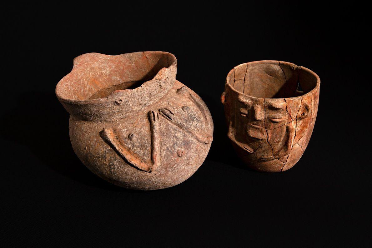 Taças antropomorfas da primeira fase diaguita (800-1.000 d.C.) ou da cultura ánimas (800-900 d.C.) desenterradas em ...