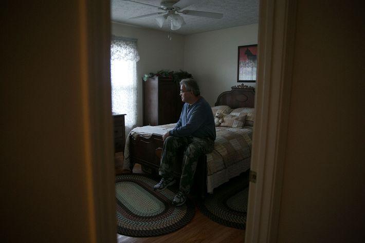 Ansol Clark foi um dos primeiros a chegar ao local em 22 de dezembro de 2008. ...