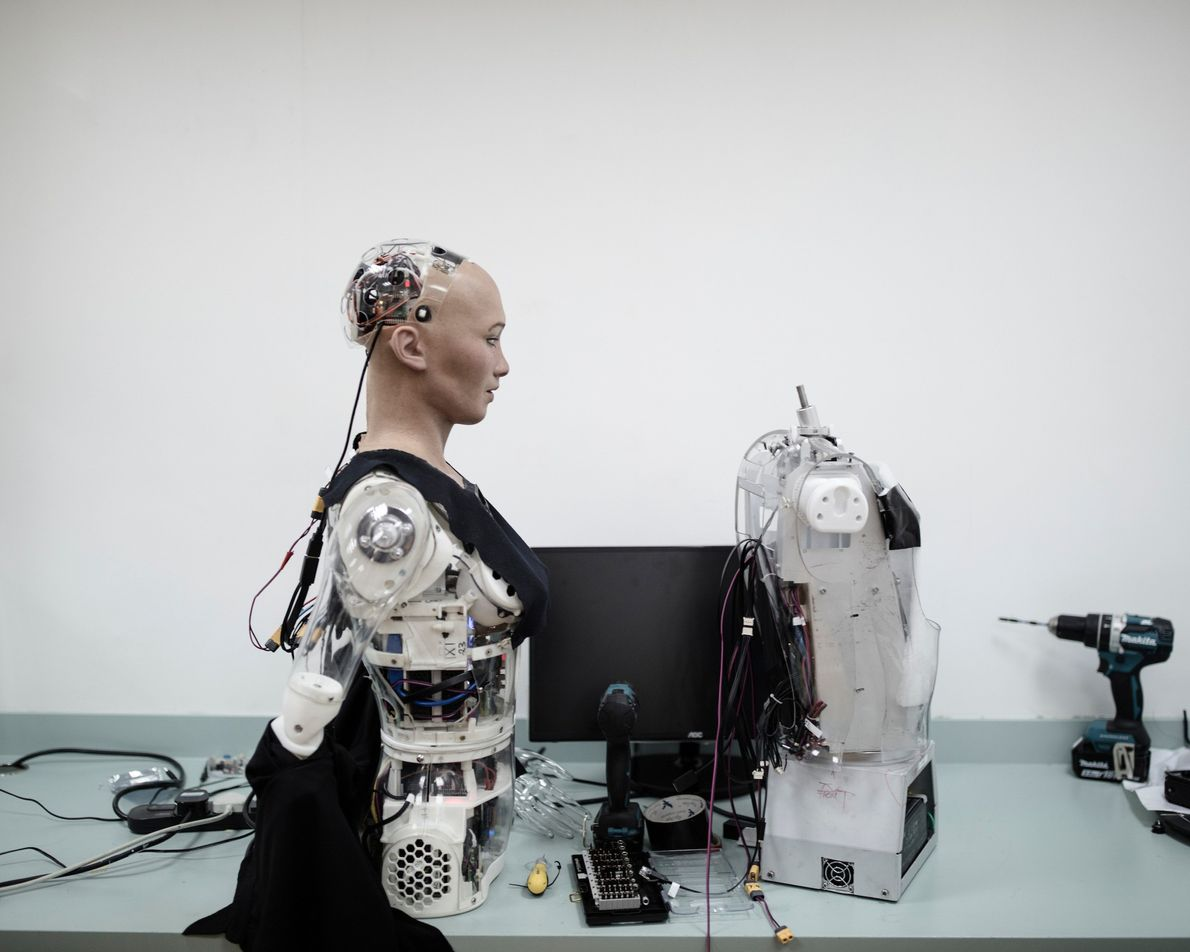 Sophia está pronta no laboratório da Hanson Robotics.