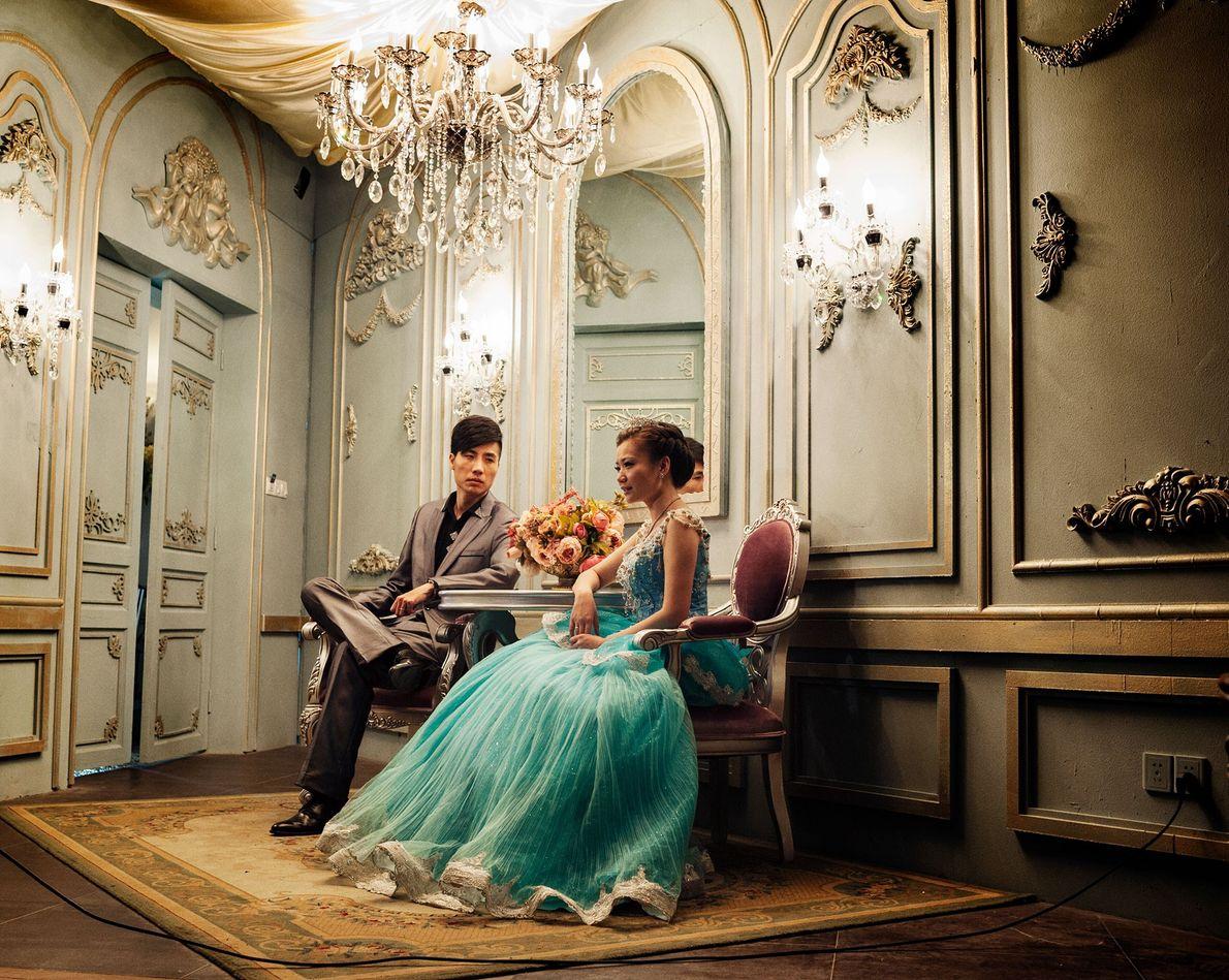 """Cai, 30, e Tong, 29, posam no studio """"princesa""""."""