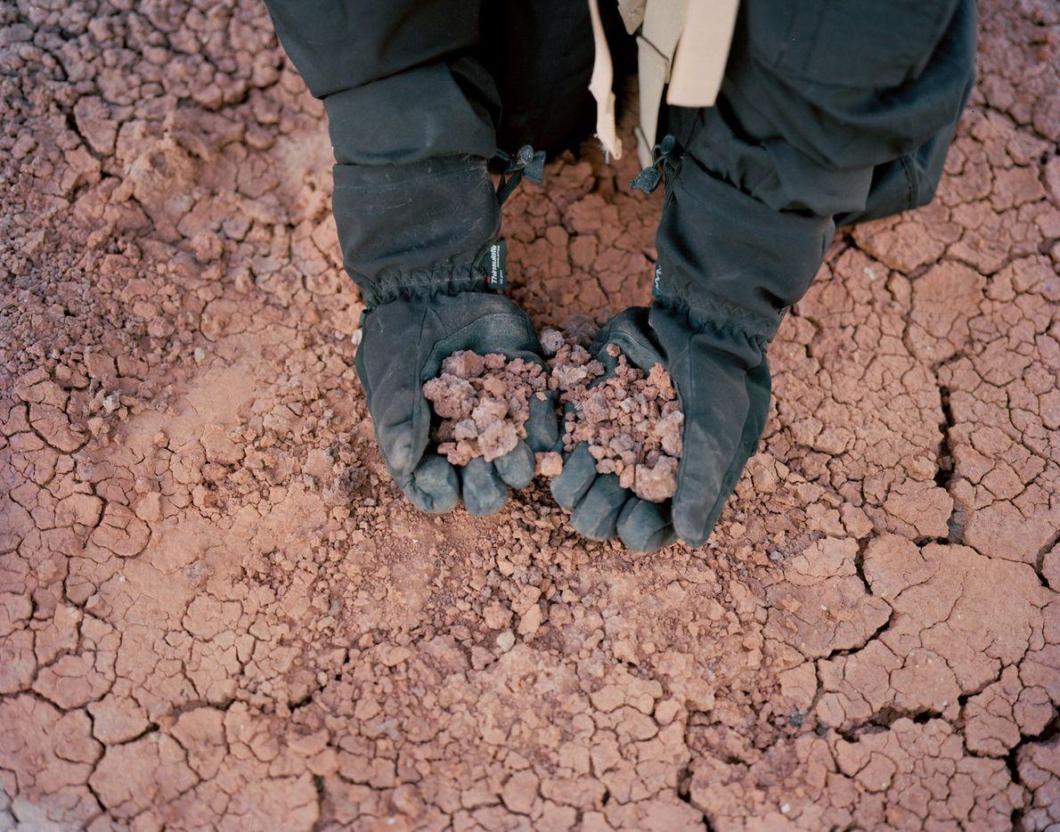 O solo do deserto se parece em muito com a superfície do planeta vermelho na Estação ...