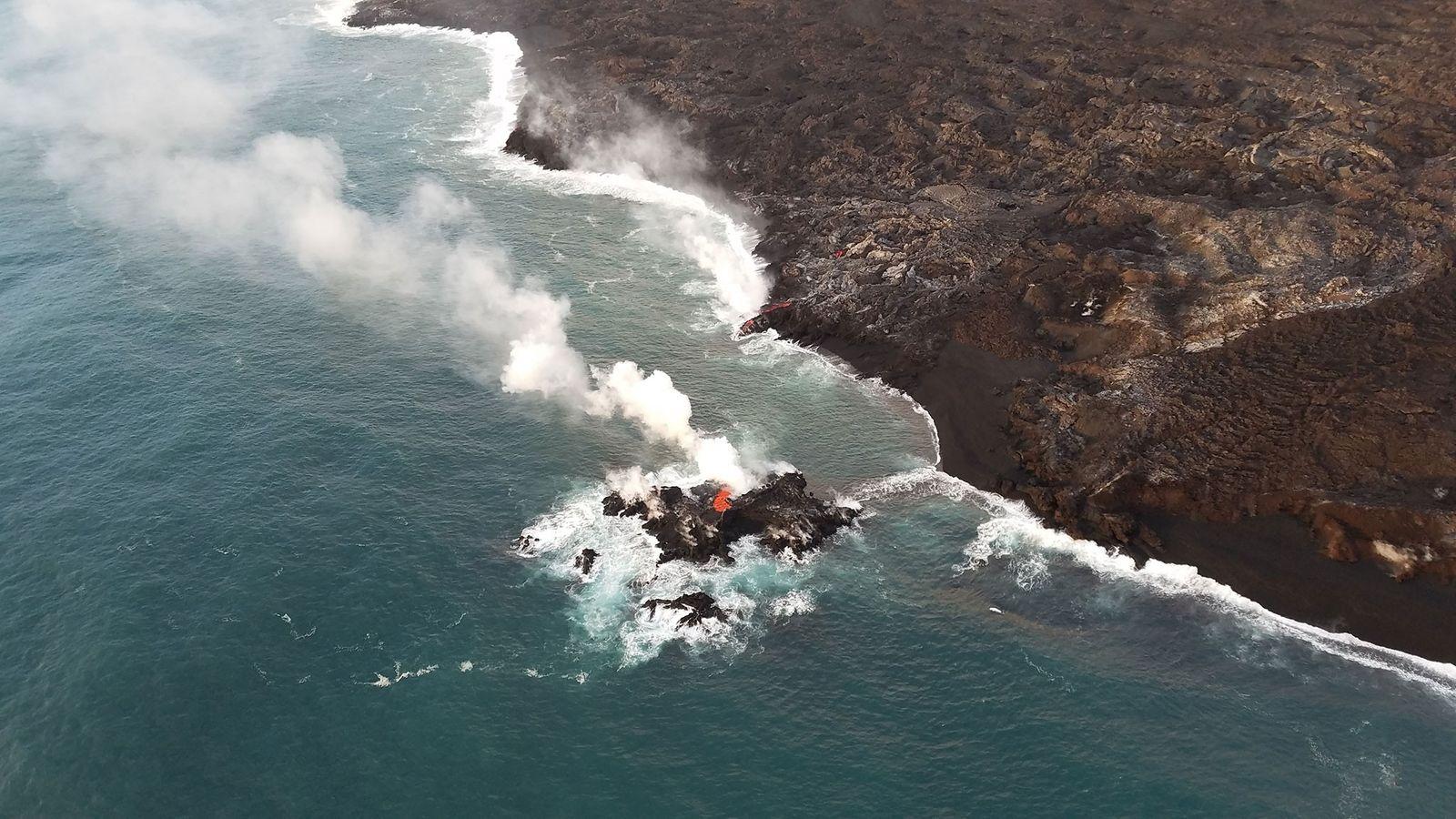 A erupção do Kilauea formou brevemente esta pequena ilha na costa do Havaí.