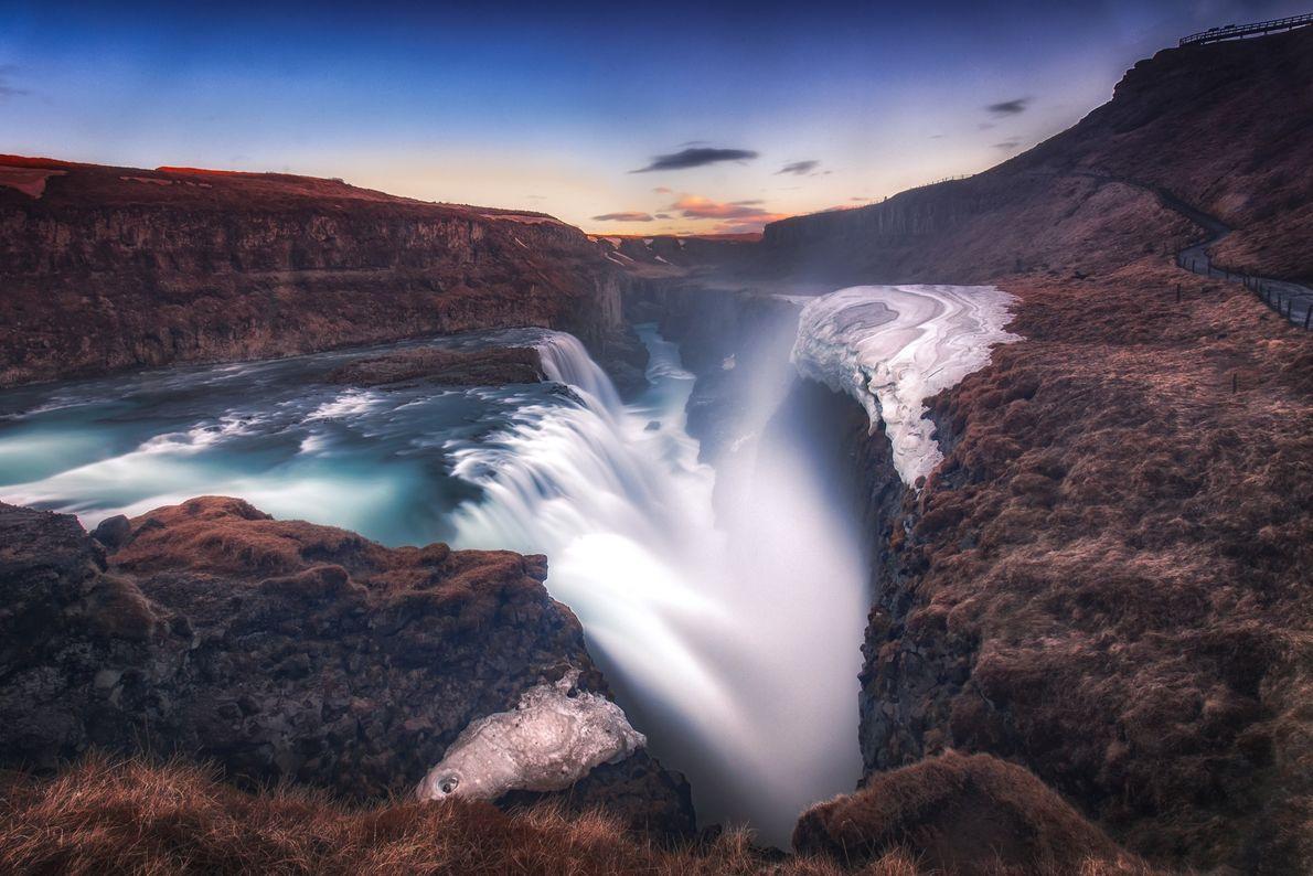 cachoeira-gulfoss-islandia-por-do-sol-sua-foto