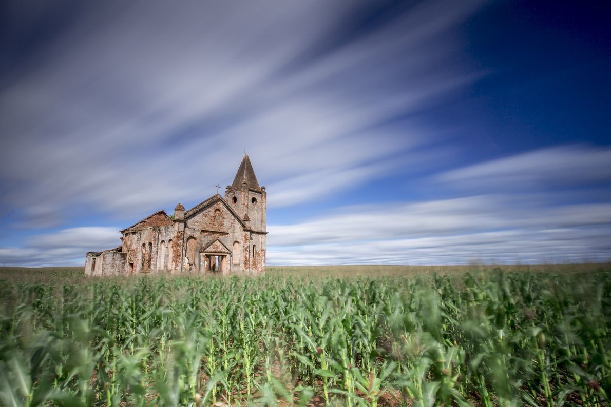 igreja-abandonada-palmita-sao-paulo-sua-foto