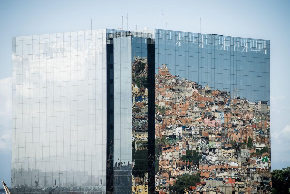 reflexo-predio-favela-rio-de-janeiro-sua-foto
