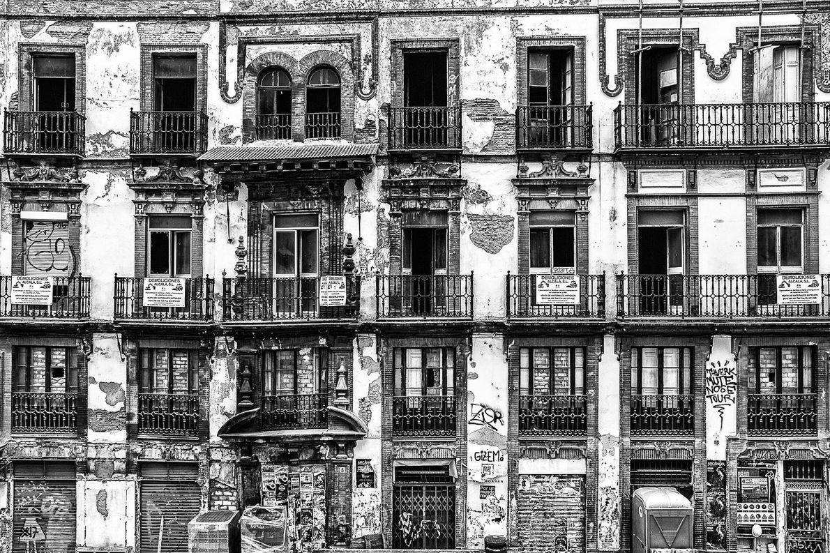 edificio-velho-sevilha-espanha-sua-foto