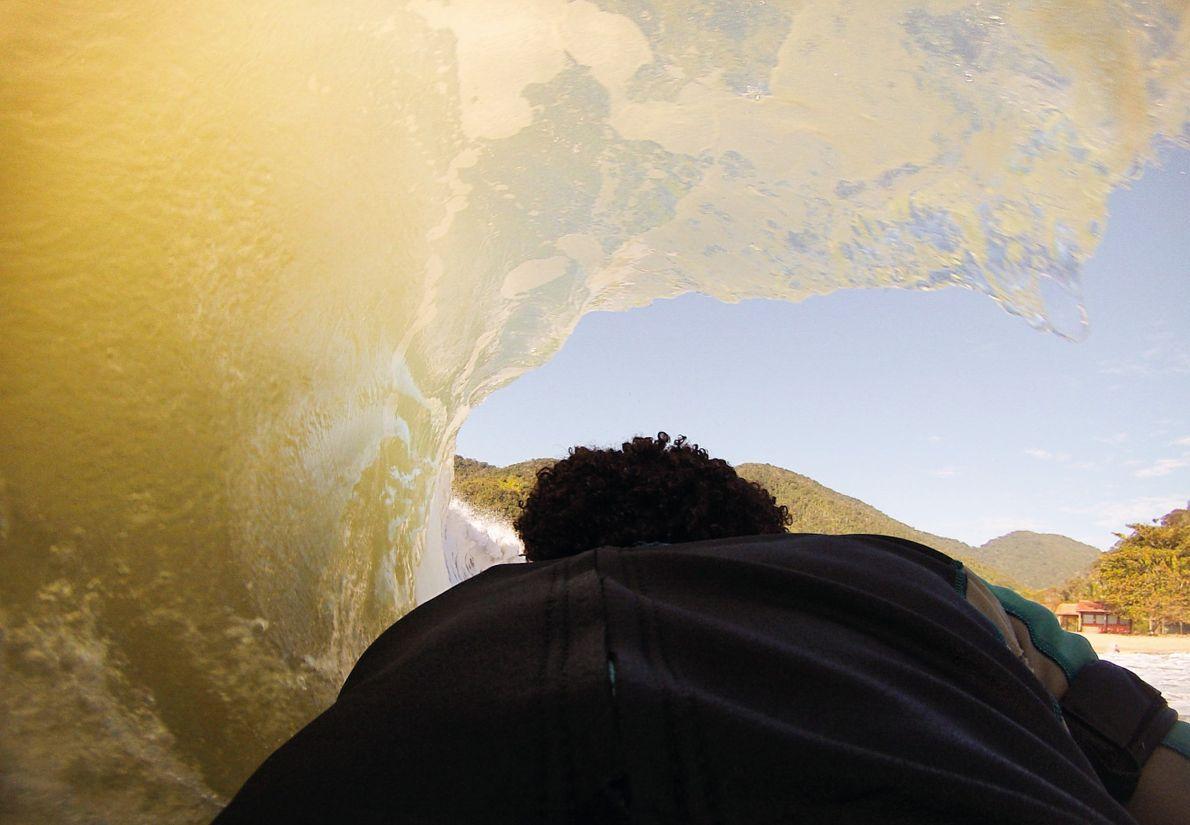 tubo-onda-surf-praia
