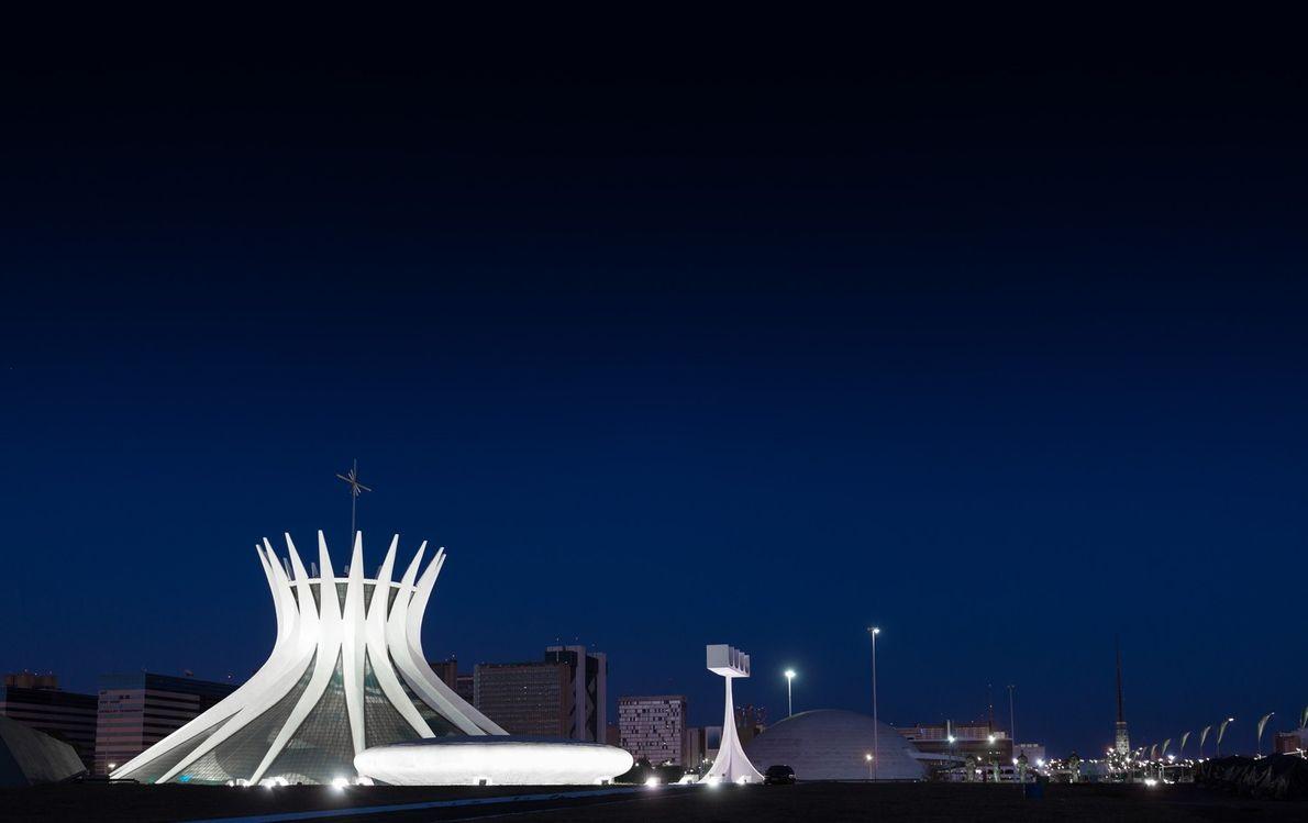 BRASÍLIA, BRASIL Catedral Metropolitana de Brasiília (DF). Os traços de Oscar Niemeyer são vistos em muitos dos ...