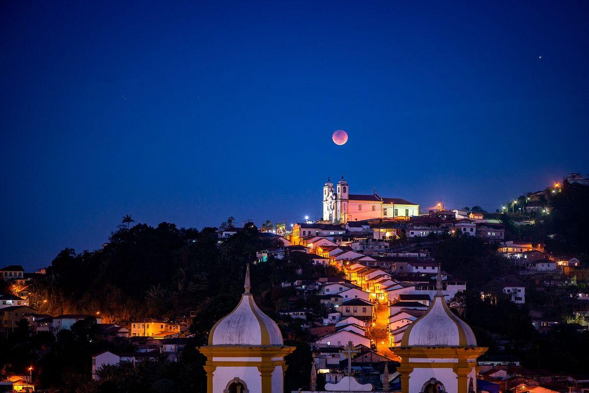 Eclipse da Lua de Sangue de 27 de julho visto de Ouro Preto, Minas Gerais.