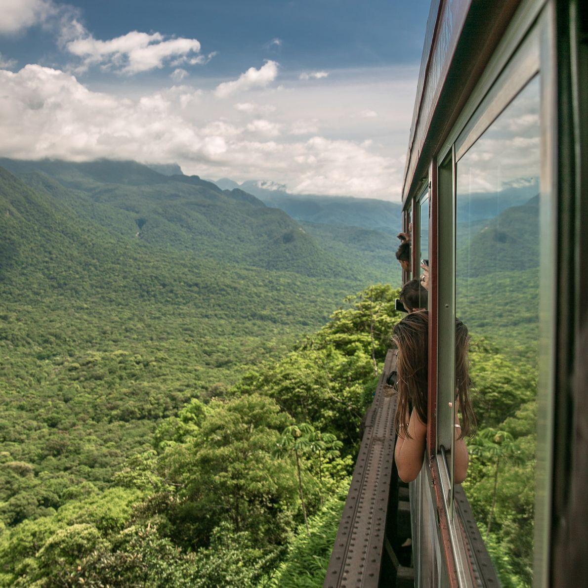 Trem da Serra do Mar, entre Curitiba e Morretes, no Paraná, Brasil.