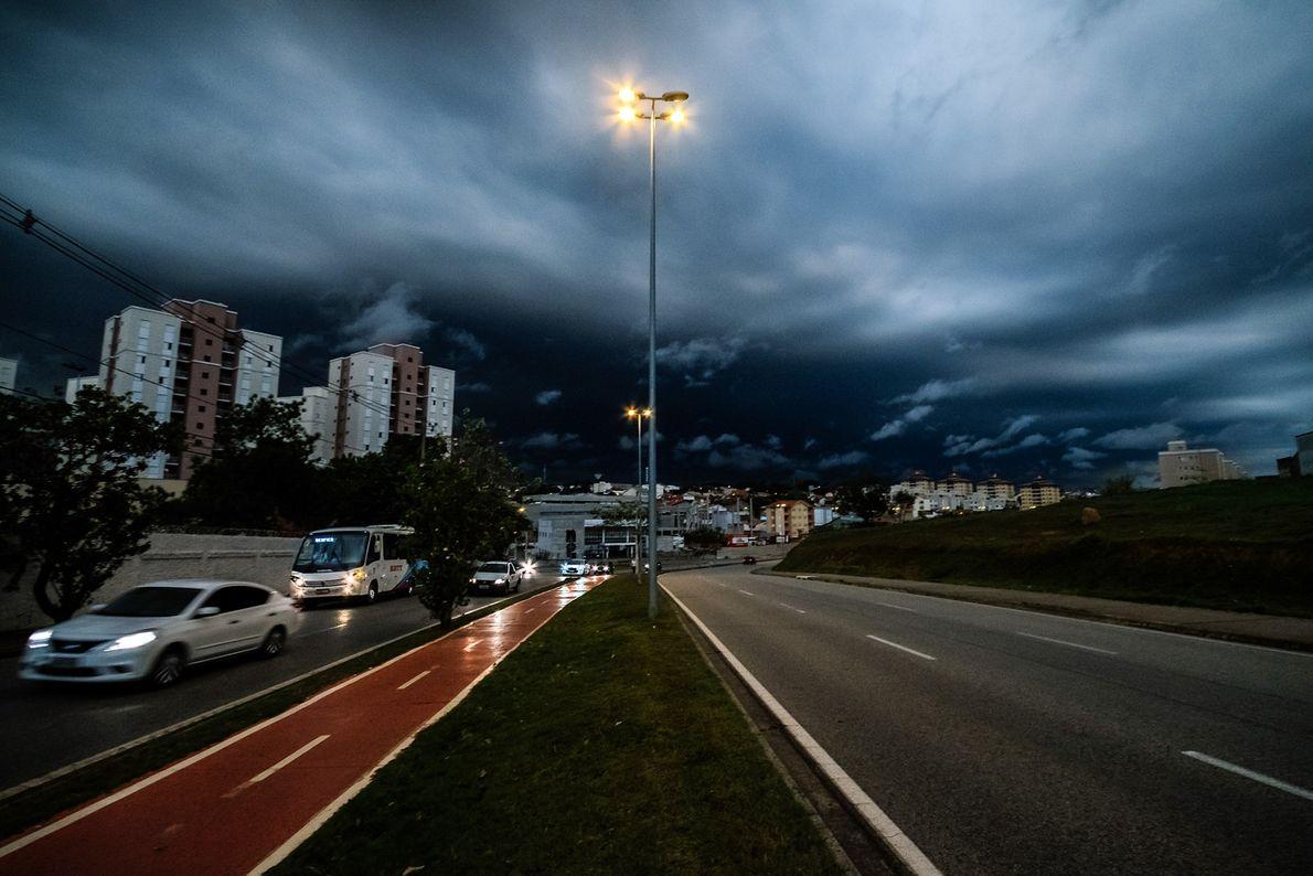 Céu escurece às 14h Sorocaba (SP)