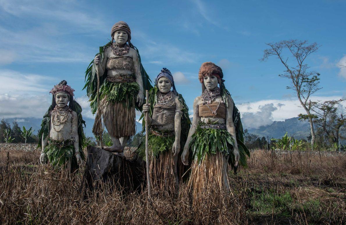 Indígenas no festival Sing sing, que reune as etnias da Papue-Nova Guiné em Monte Hagen.