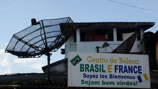 Fachada do salão de Otávio Araújo: aberto tanto para clientes brasileiros quanto franceses.