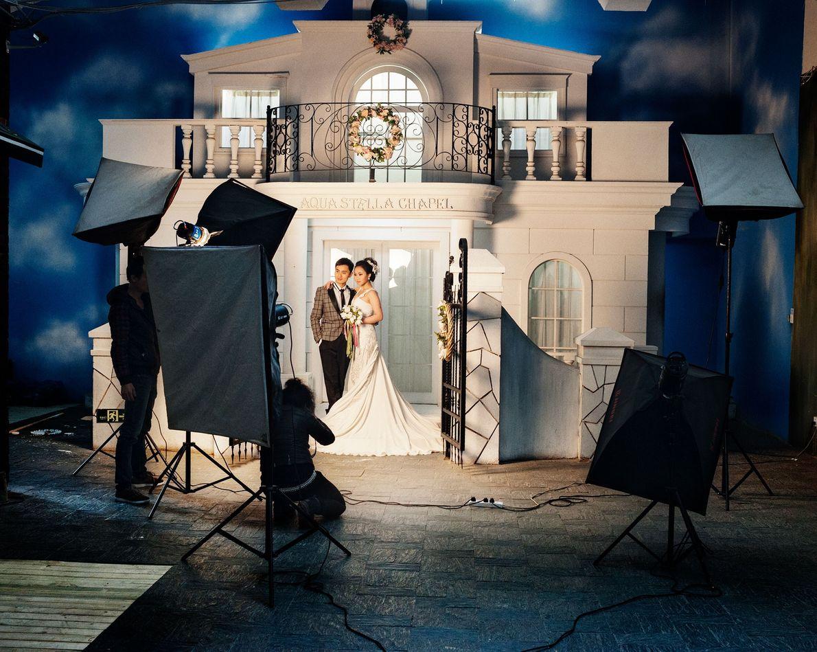 Os cenários elaborados permitem que os casais apareçam em diversos tipos de situações.