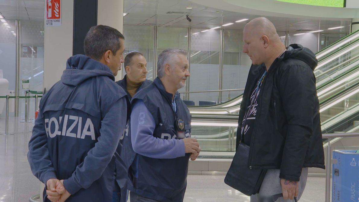 Este homem também foi considerado suspeito pelos policias no aeroporto Fiumicino.