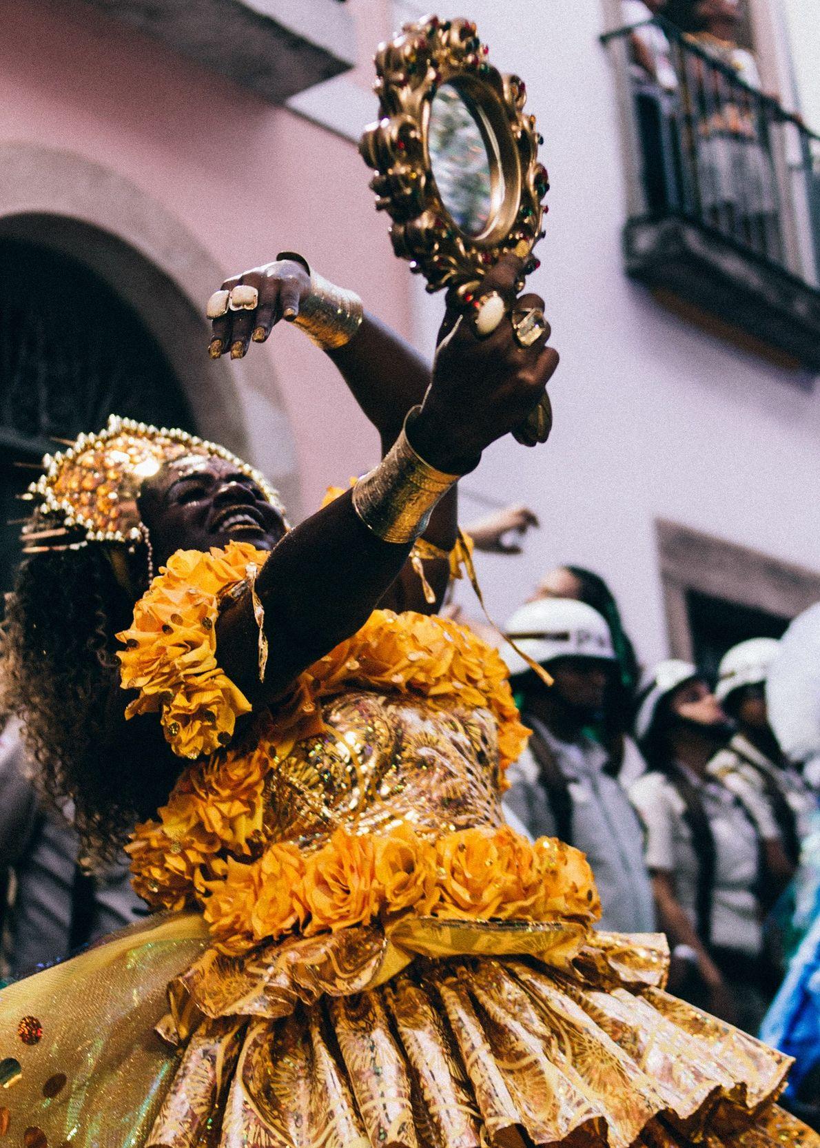 Mãe Oxum nas ruas de Salvador, Bahia.