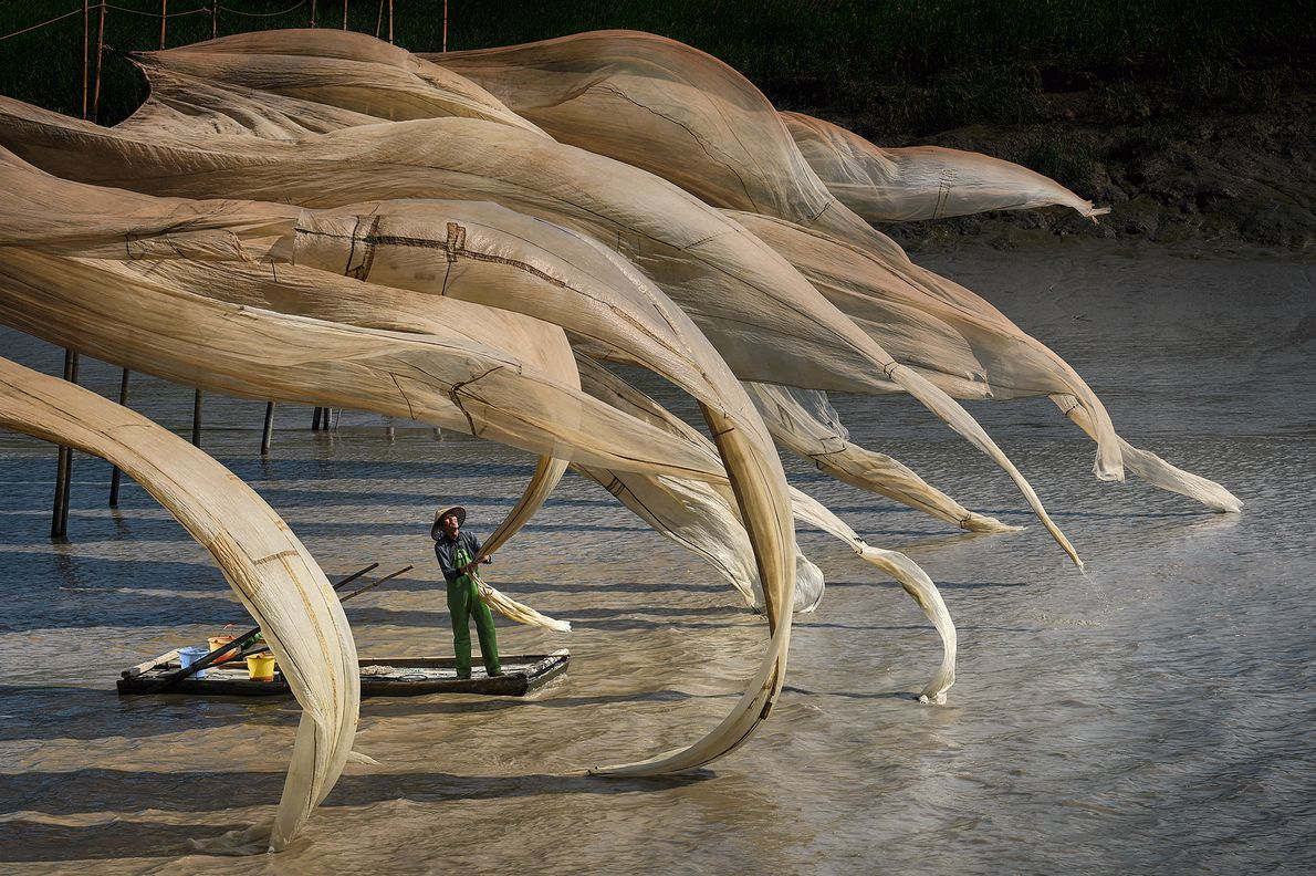 Imagem das redes de pescadores ao vento na China