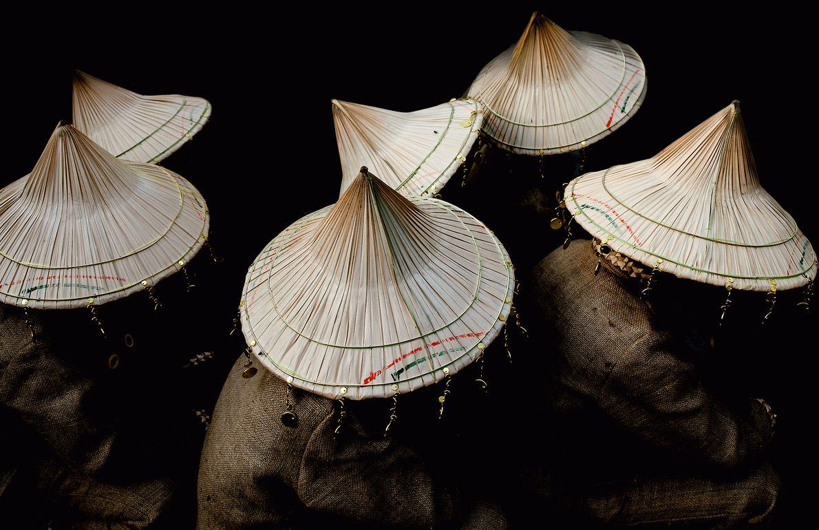 Foto dos chapéus de dançarinos tradicionais nas Filipinas