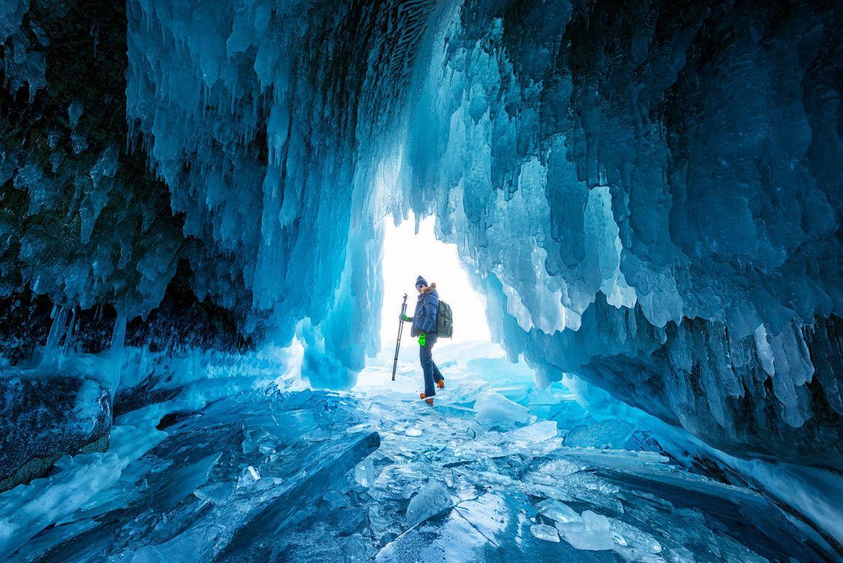 Foto de uma caverna de gelo