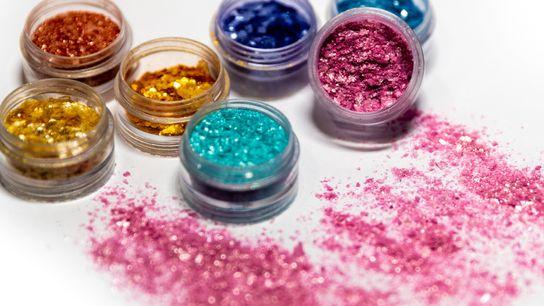 O glitter tradicional é um microplástico – ele vai direto para os nossos rios e mares. ...