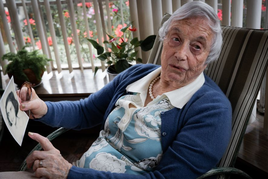 Amiga de Anne Frank que resistiu ao Holocausto transmite horrores do nazismo para estudantes brasileiros
