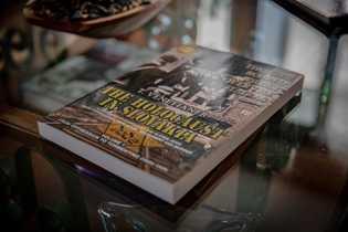 """O livro """"The Holocaust in Slovakia"""", escrito por Venetianer, reconta a história do nazismo e do ..."""