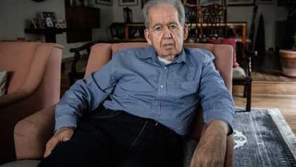 """""""Passei a vida perguntando por que sobrevivi ao Holocausto"""", diz homem preso pelos nazistas aos 7 ..."""