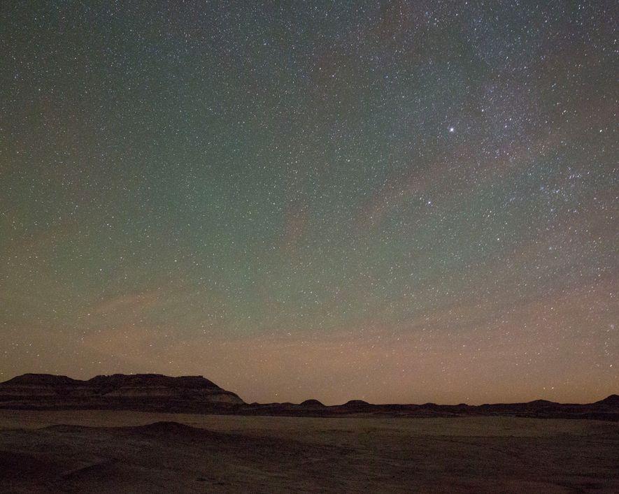 Um mar de estrelas brilha sobre o deserto de Utah, próximo à Estação Desértica de Pesquisa ...