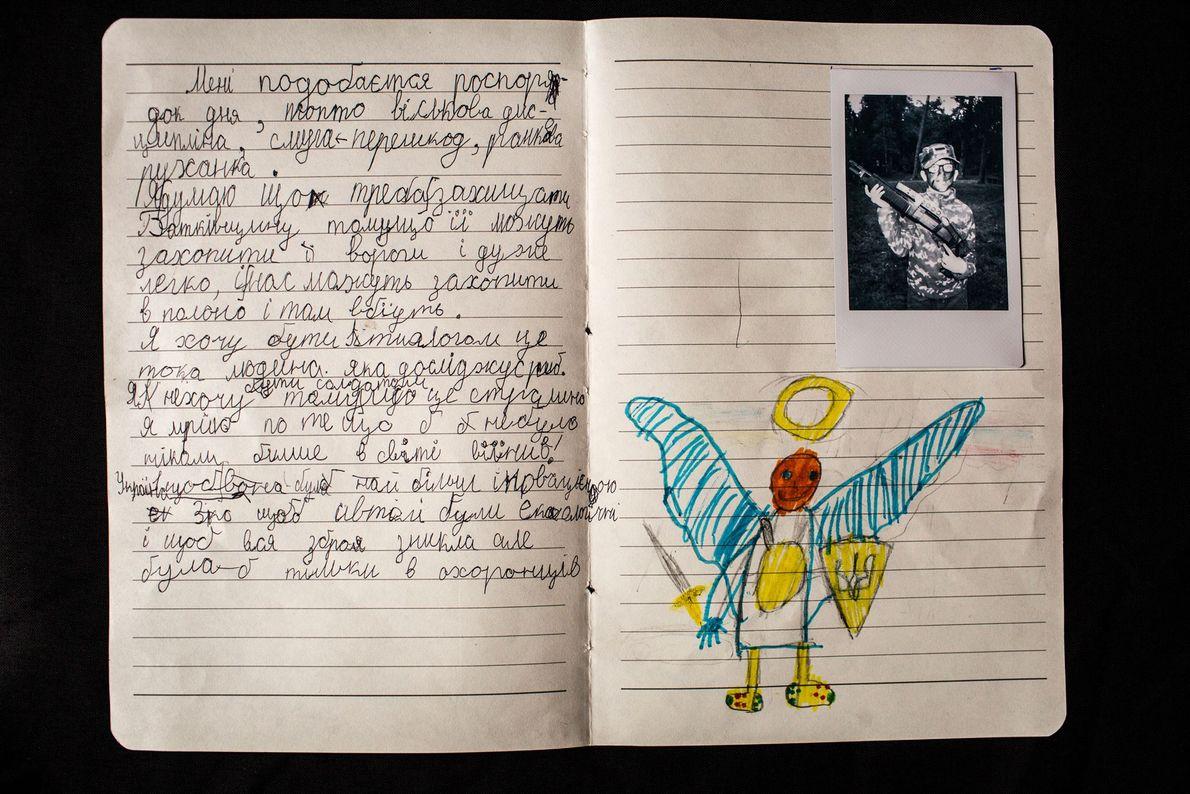 """Mykhailo Deinikov, 8 anos, participante do acampamento LIDER escreve: """"Gosto da rotina, da disciplina militar, dos ..."""