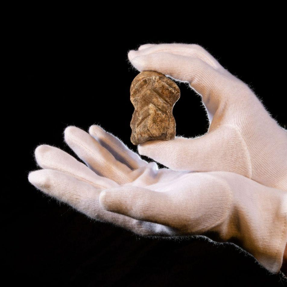 Os neandertais produziram 'arte' na lendária Caverna do Unicórnio?
