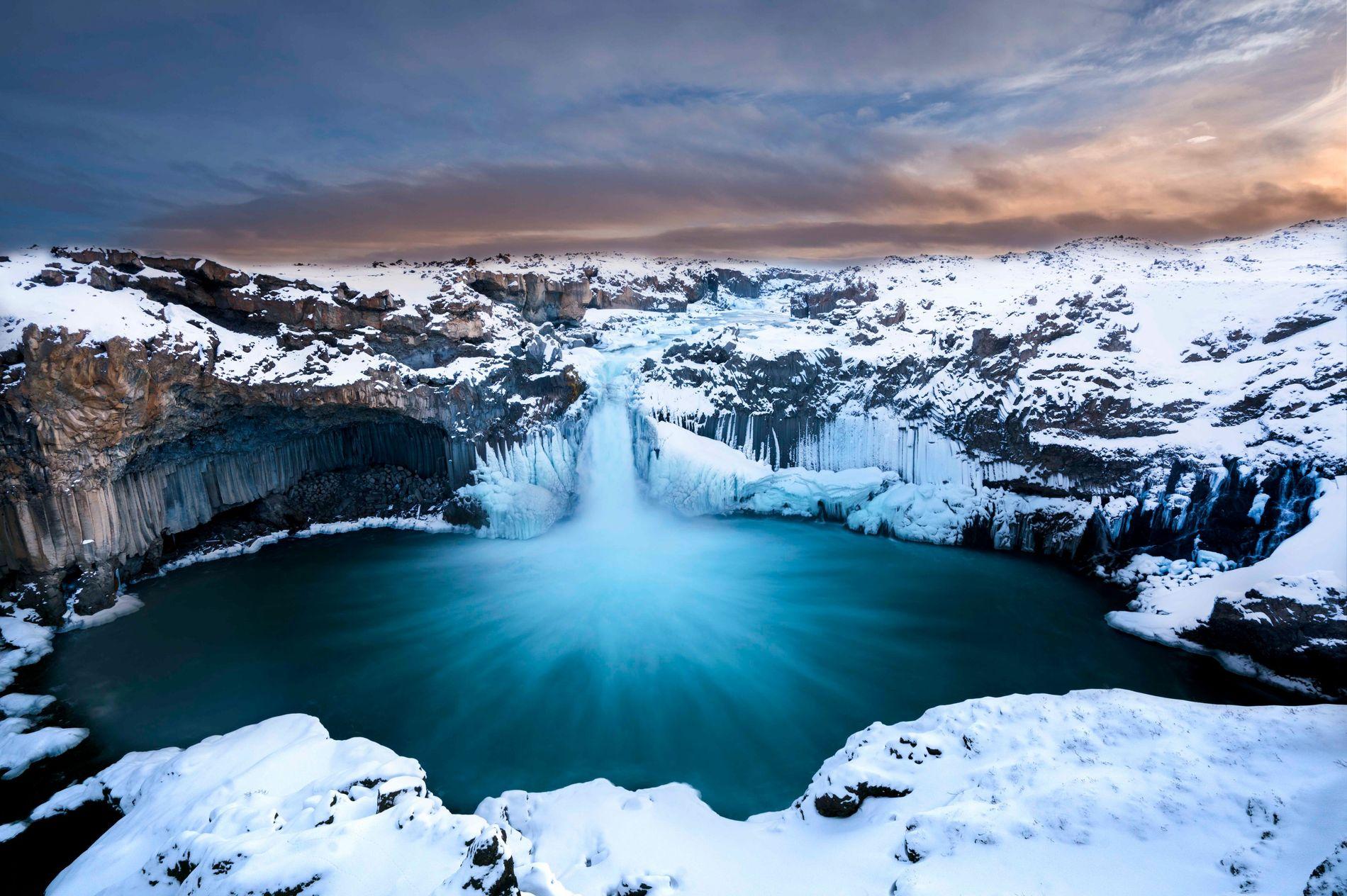 Cascata de gelo no norte da Islândia.