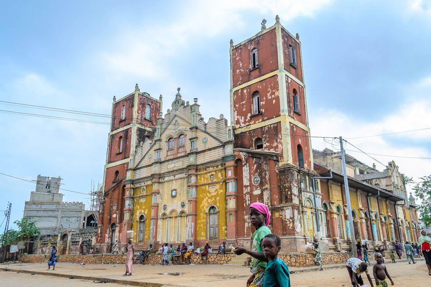 Símbolo da arquitetura afro-brasileira, a Grande Mesquita de Porto Novo, em Benin, foi construída no fim …