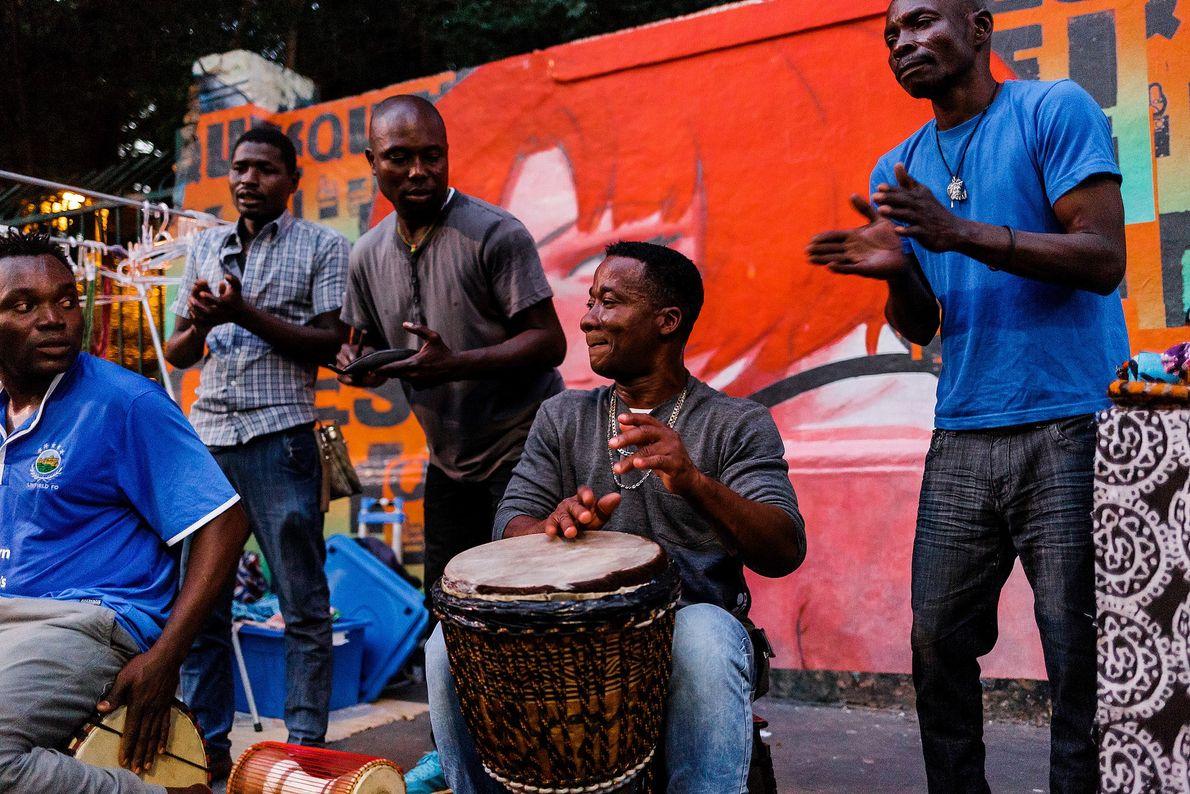 Música africana na Avenida Paulista, em São Paulo.