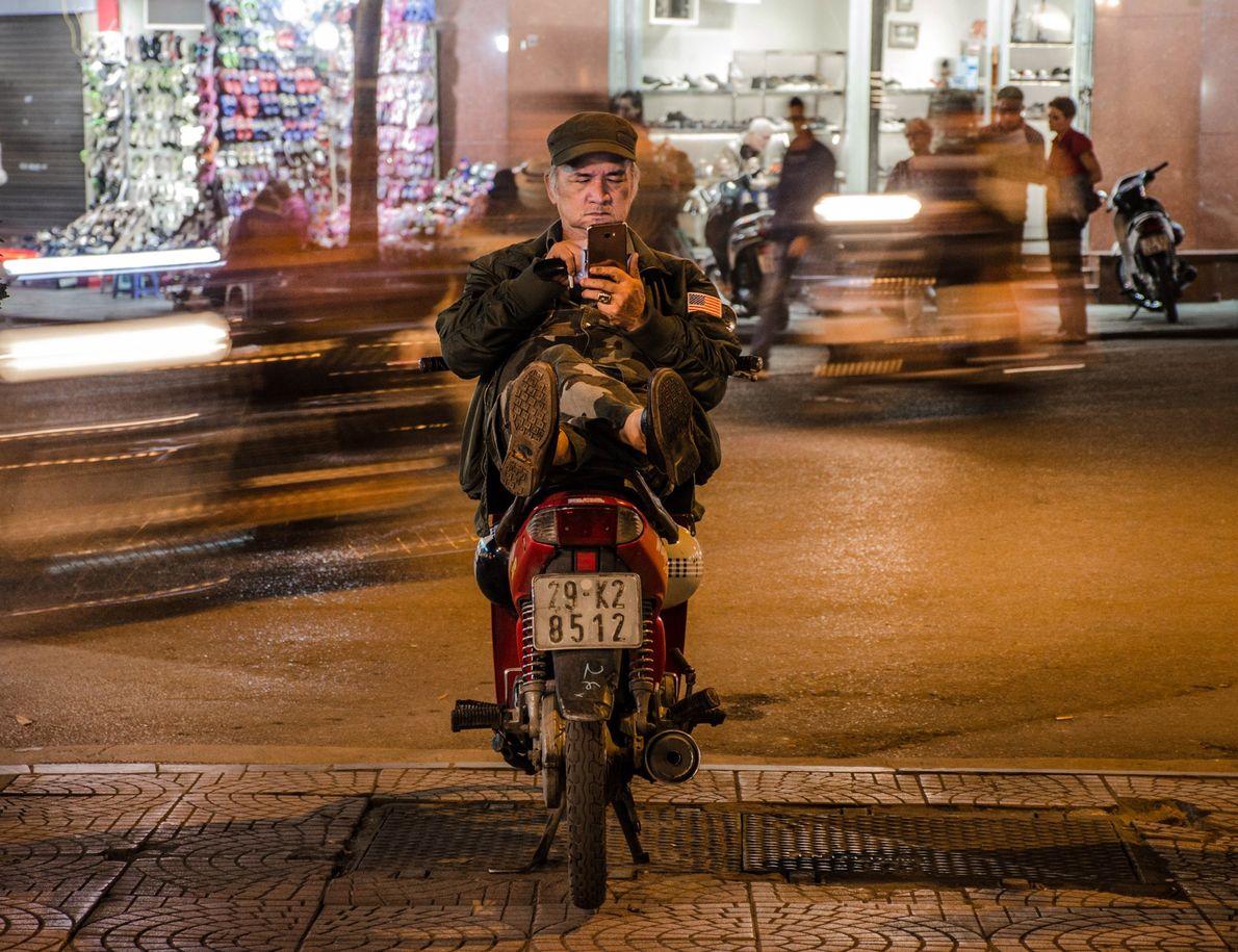 Calmaria em meio ao caos da cidade de Hanói, capital do Vietnã.